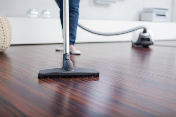 Esto es lo que debes hacer para evitar daños en tus pisos